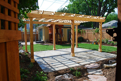 Pergola pictures pergola photos pictures of pergolas for Free standing patio cover designs