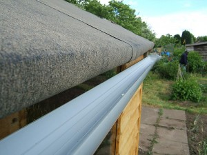 metal roof_gutter