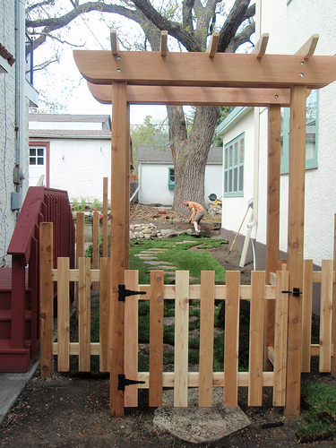 Bench - Table - Chair: Get Arbor plans with gate